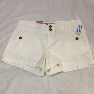 Old Navy Mid-Rise White Short. NWT